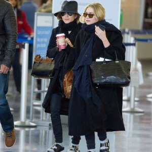 2c3a_Mary-Kate-Ashley-Olsen-Wearing-Birkenstocks