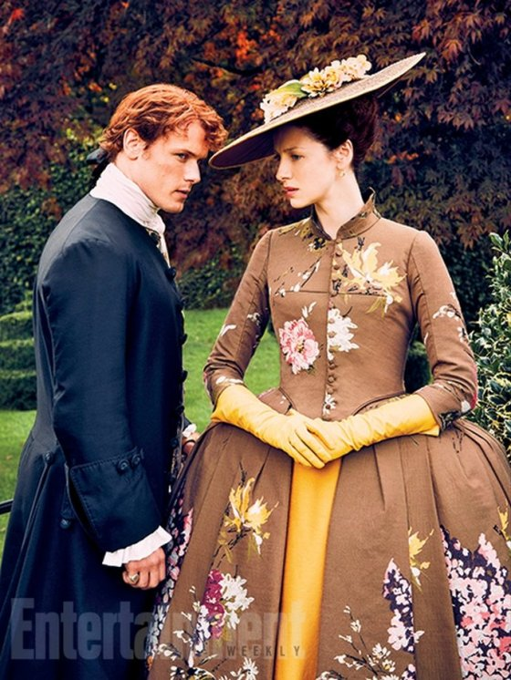 news-00092724-sam-heughan-and-caitriona-bafle-look-stunning-in-outlander-season-2-new-pic